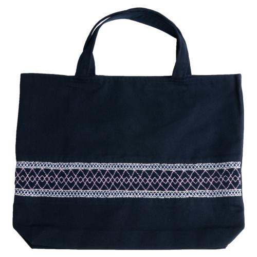 【手刺繍スモッキング】【ライン柄】紺色布製:レッスンバッグ