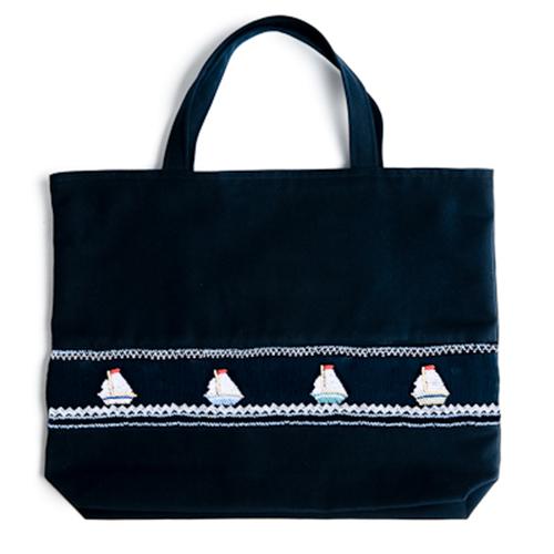 【手刺繍スモッキング】【ヨット柄】紺色布製:レッスンバッグ
