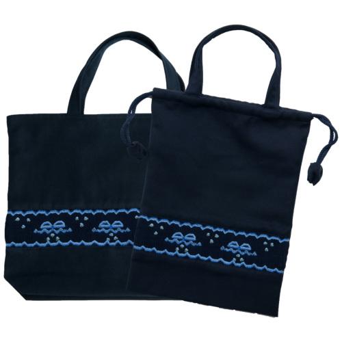 【手刺繍スモッキング】【リボン柄ブルーA】紺色布製:レッスンバッグ&巾着バッグセット